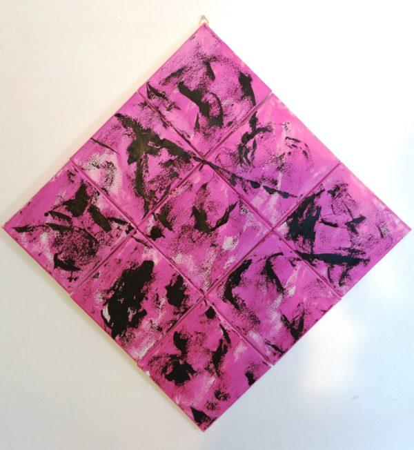 Colpi di nero in un mondo di rosa